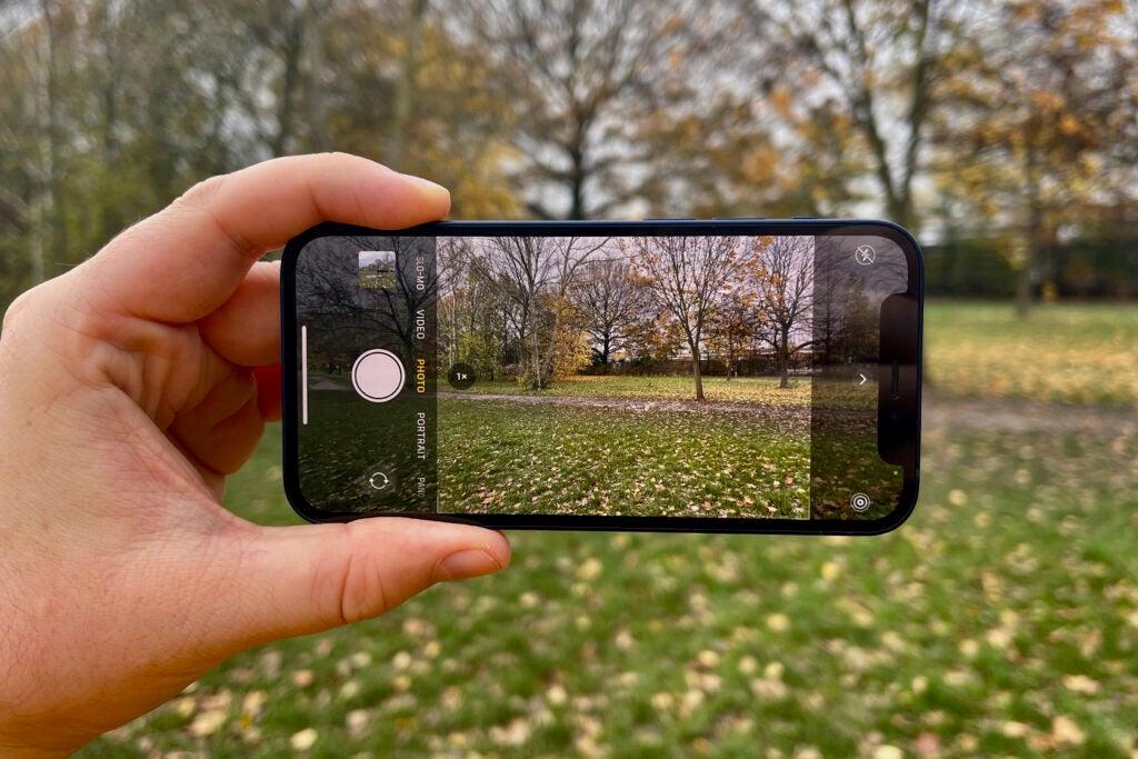 Bedste små telefoner i 2021